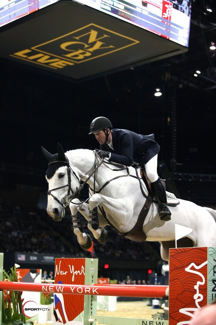 McLain Ward and Clinta on their way to a win in the 2018 Longines Grand Prix of New York. Photo by Sportfot for EEM